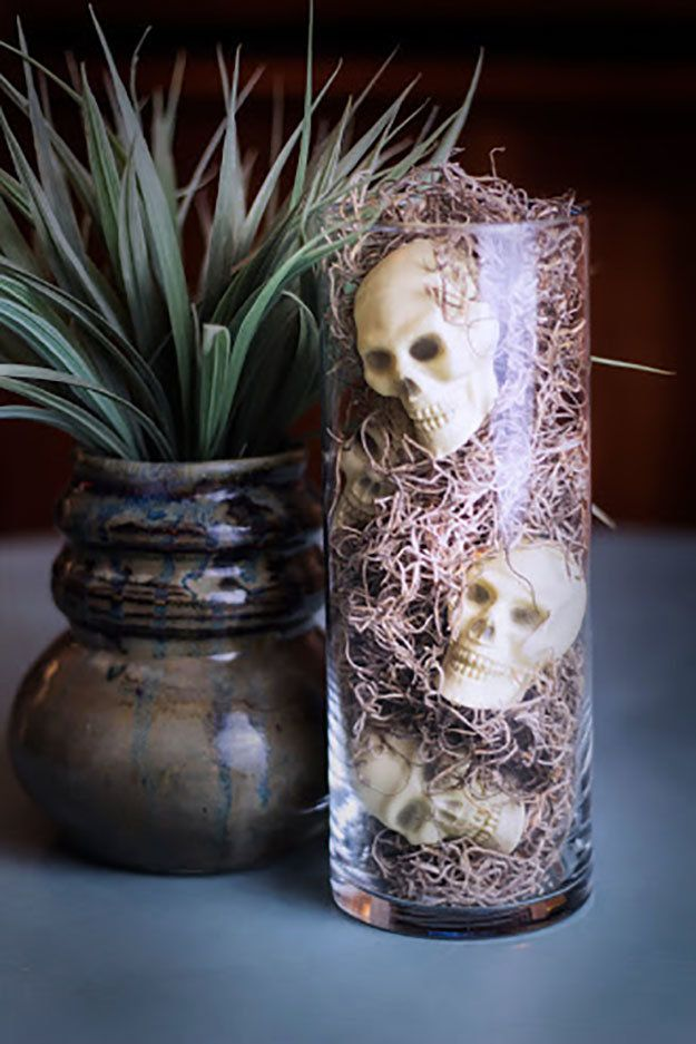 Dollar Store Skulls in a Vase #scary_halloween_crafts