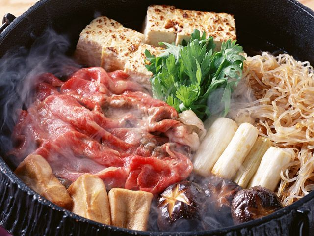 Easy to Cook Japanese Recipe Sukiyaki (すき焼き) You'll Need: sugar, mirin, soy sauce, dashi, sirloin steak finely sliced, firm tofu, shiitake mushrooms, green onion, napa cabbage, udon noodles, eggs and oil.