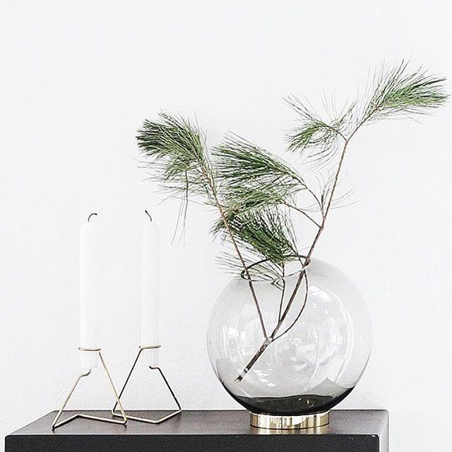 Nydeligste #globe vasen fra @aytmdesign , en sikker vinner under juletreet// #aytm #aytmdesign #danishdesign #vase #globe #christmas #julegave  Photo: #maudsagency via housemalinm