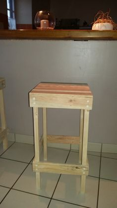 1000 id es sur le th me tabouret de palette sur pinterest palettes tabourets et bar en bois - Tabouret de bar en palette ...