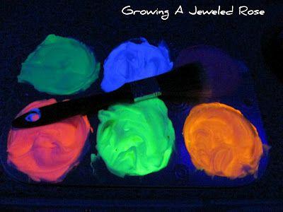 Glowing homemade bath paint!: Glow Homemade, Paintings Recipe, Homemade Bath, Glow Bath, Dark Bath, Black Lights, Shaving Cream, Bath Paintings, Glow Paintings