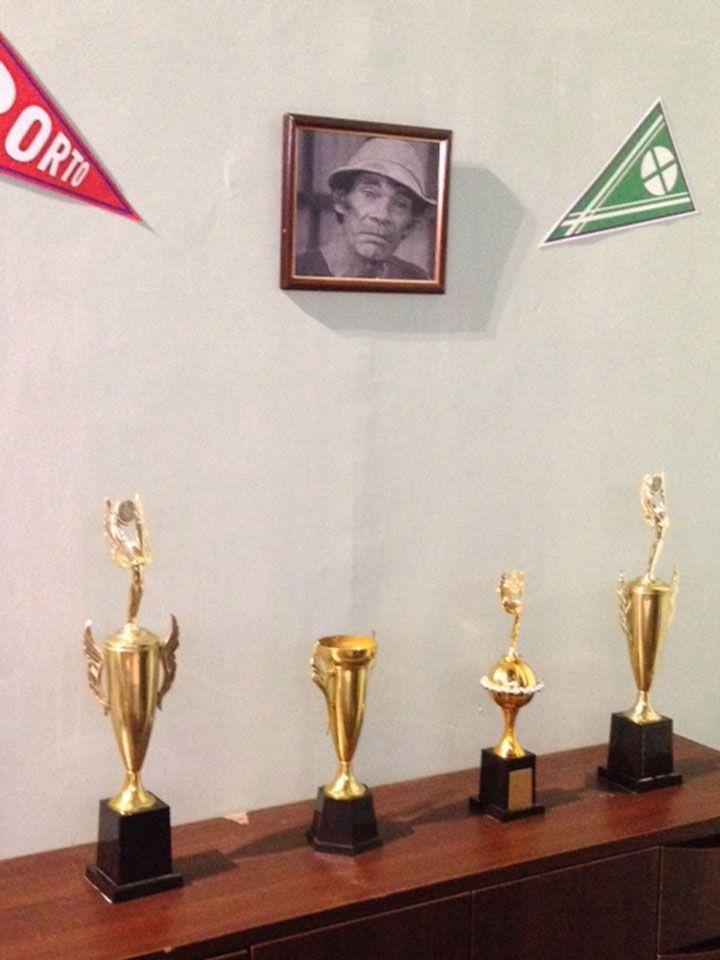 Troféus do Seu Madruga (Foto: Matheus Pinheiro de Oliveira e Silva)