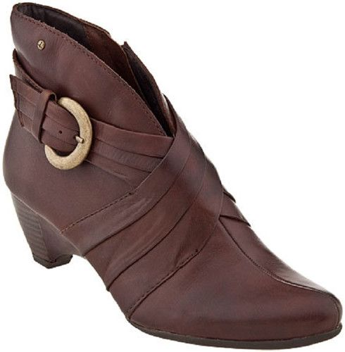 The Pikolinos Ginebra 7981 Olmo Ankle Boots Size 40 for $165.99. A high collar at the back of the boot adds an elegant twist, while a buckle ( on outside of each boot) adds some edge to this Pikolinos shoe. Sophisticated and daring, there are so many ways to wear the Pikolinos Ginebra 7981. This womens ankle bootie is at once fashion forward and progressive, thanks to Pikolinos eye for design and commitment to the environment.