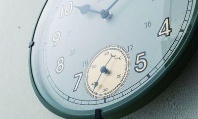 【楽天市場】壁掛け時計・置き時計【Portjervis [ ポートジャービス ] 】掛け時計|置き時計| 秒針が独立した懐中時計のようなレトロなデザイン時計。壁掛け時計|置き時計|おしゃれ|ブラック|グリーン|グレー|可愛い|デザイン|お洒落 [送料無料]:ヒナタデザイン