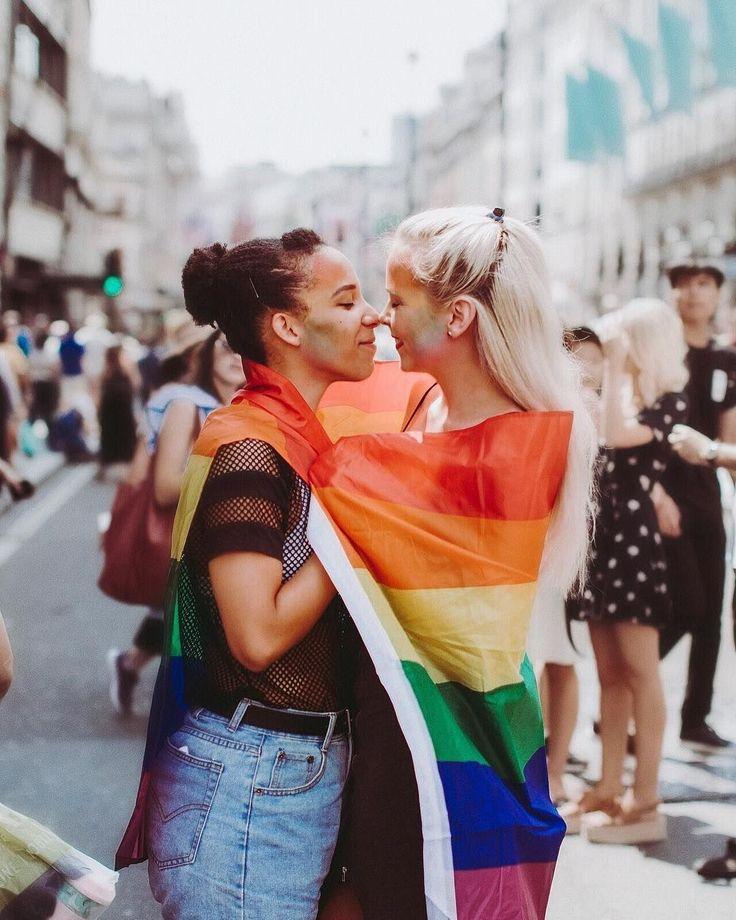 Instagram: Heather Gray.itc 🏳️🌈 sɪᴇɴɴᴀ ɪɴ ᴛʜᴇ ᴄɪᴛy www.siennaintheci… Pride in London. Pride Outfit. Same-sex couple. …