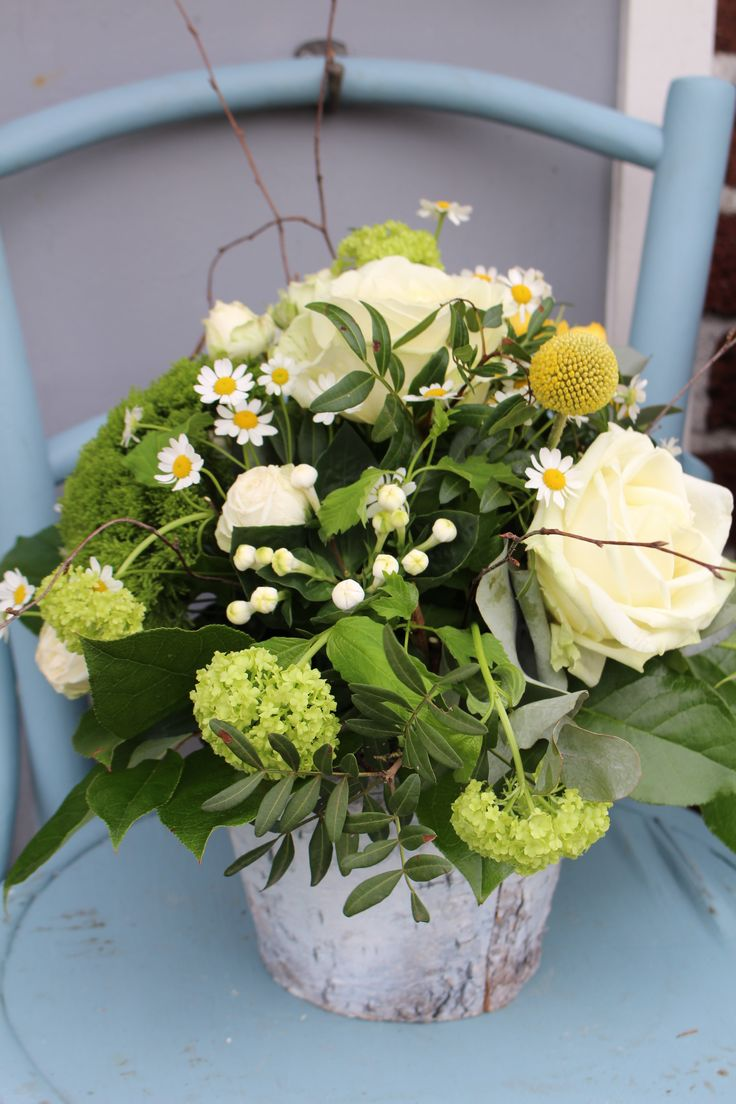 White and yellow rustic arrangement