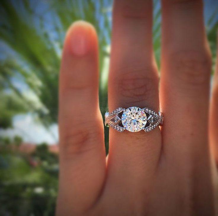 Simon G engagement ring setting. Solitaire diamond engagement rings and engagement ring settings in white gold. #diamondsolitaire