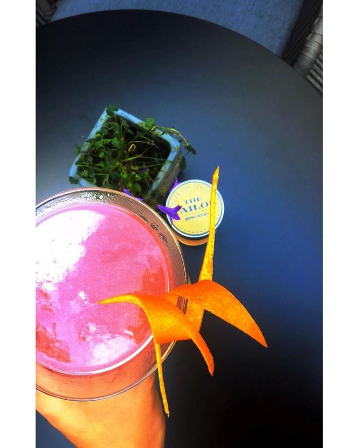 """Wij van @yourambassadrice houden enorm van de """"hidden gems"""" van Amsterdam. En dan kan @thetailoramsterdam zeker niet ontbreken!! Happy cocktail hour!    #cocktail #cocktails #drinks #drink #bar #instagood #summer #beer #friday #photooftheday #love #drinkup #wine #yummy #bartender #liquor #mixology #party #thirsty #yum #weekend #thirst #friends #food #slurp #happyhour #amsterdam #cocktailbar #thetailor"""