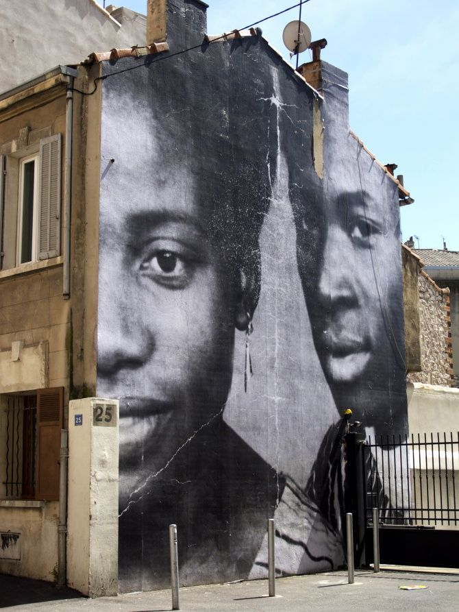 Album de famille à ciel ouvert ! / Portrait de Berthe et Diallo, les grands-parents d'Aramata, une habitante du quartier Belle de Mai. / 25 bd Bouès, Marseille, France. / By JR. / Photo by Wonder Brunette.