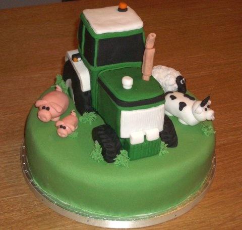 Tractor Cake Decorations Uk : 1000+ images about Gyerek tortak on Pinterest
