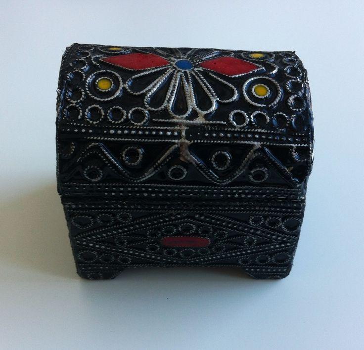 1000 id es sur le th me coffre a bijoux sur pinterest boite bijoux coutellerie et bracelet. Black Bedroom Furniture Sets. Home Design Ideas