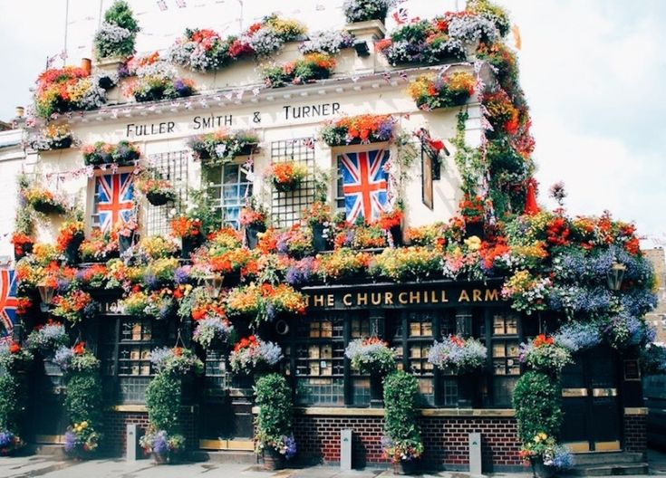 My very favorite London pub: The Churchill Arms in Notting Hill