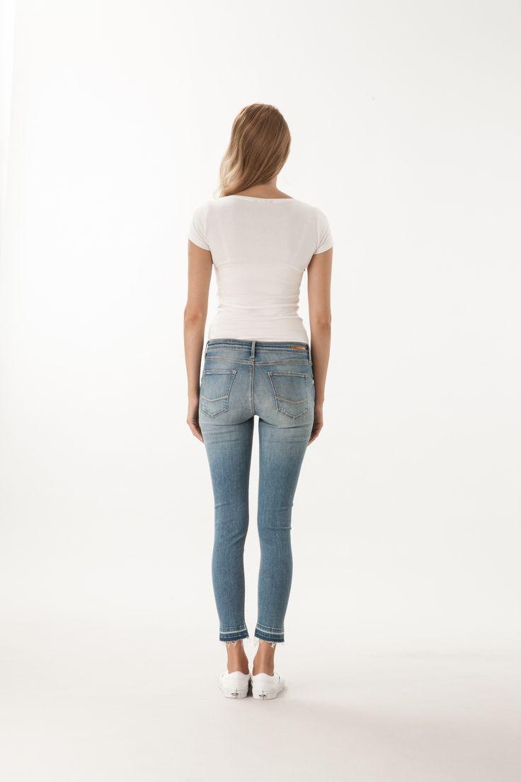 Alyss / High Waist Super Skinny Fit #denim #CrossJeans