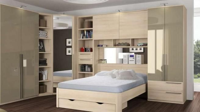 des placards de rangement autour du lit photos. Black Bedroom Furniture Sets. Home Design Ideas