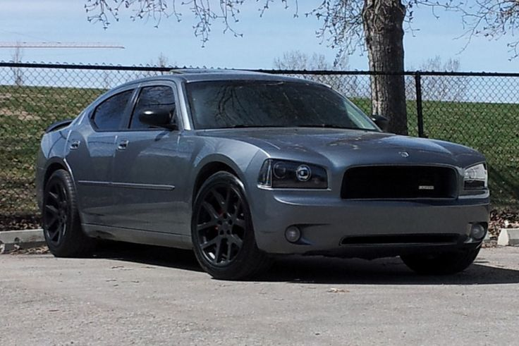 2006 Dodge Charger SXT Pretty strong car and has great power had it for a few weeks wile my car got some changes pretty awesome.