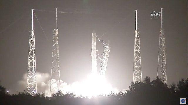 Poche ore fa la navicella spaziale SpaceX Dragon è partita su un razzo vettore Falcon 9 dalla base di Cape Canaveral nella missione CRS-9 (Cargo Resupply Service 9), indicata anche come SpX-9. Dopo quasi dieci minuti si è separata con successo dall'ultimo stadio del razzo e si è immessa sulla sua rotta. Si tratta della nona missione di invio della navicella spaziale Dragon alla Stazione Spaziale Internazionale. Leggi i dettagli nell'articolo!