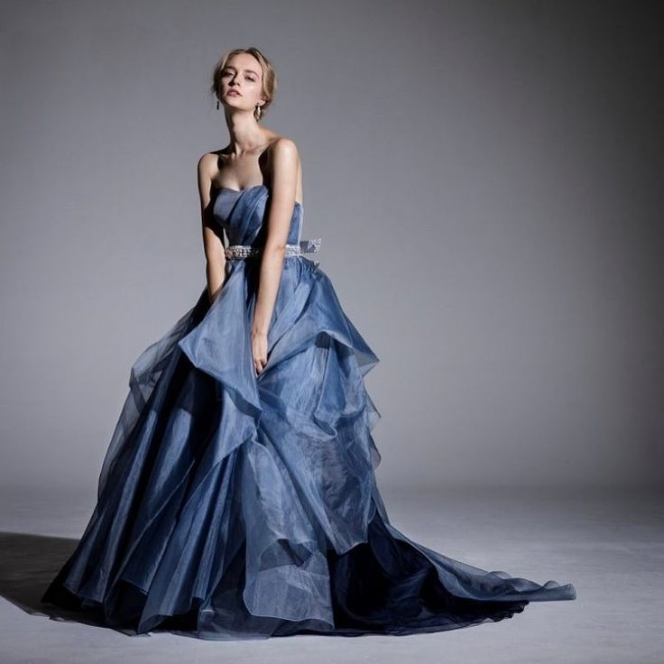 . color dress : BELLANTUONO . なだらかなハートカットのビスチェには 流れるようなドレーピング、  スカートにはシンメトリーにタッキングを施し 軽やかな動きを形成。 繊細で透明感のあるシルクオーガンジーを スモーキーなブルーとネイビーに染め上げて、  深みのある美しいグラデーションを生み出しています。 . 【Handling store】 芦屋本店 @amtteliebe_ashiya  江坂店 @amtteliebe_esaka  グランフロント店 @amtteliebe_gfo  河原町店 @amtteliebe_kawaramachi .  #amtteliebe #wedding #weddingdress #colordress #dress #marriage #bride #bridal #instagood #Bellantuono #アンテリーベ #ウェディング #ドレス #ベラントゥオーノ #プレ花嫁 #日本中のプレ花嫁さんと繋がりたい #関西プレ花嫁 #関西花嫁 #結婚式 #挙式 #披露宴 #レンタルドレス #インポートドレス…