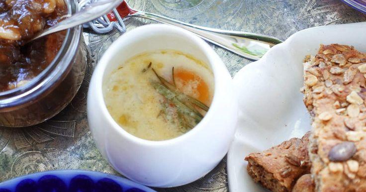 Krämigt ägg med tryffelolja, örter och riven ost. Som en miniomelett, ungefär!