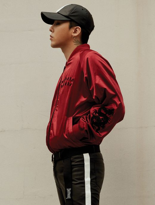 [8 X G-Dragon] This is a stylish sukajan jumper with the 'Dragon' embroidery which symbolizes GD and the 'Korea Dream' phrase which will be included in the record label.