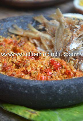 Diah Didi's Kitchen: Sambel Gepeng Jodohnya Ya Gereh Pethek