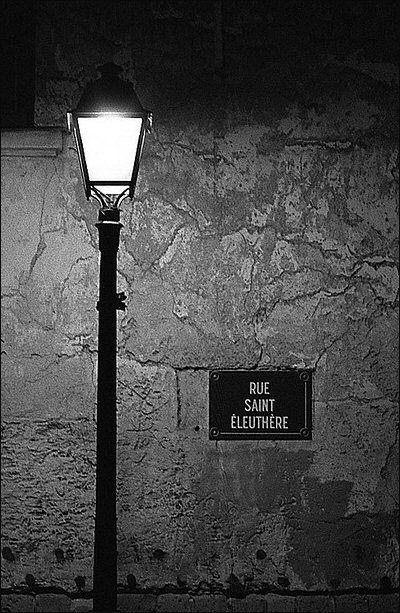 Le Lampadaire De La Rue Saint Eleuthere Paris 18eme Les Rues De