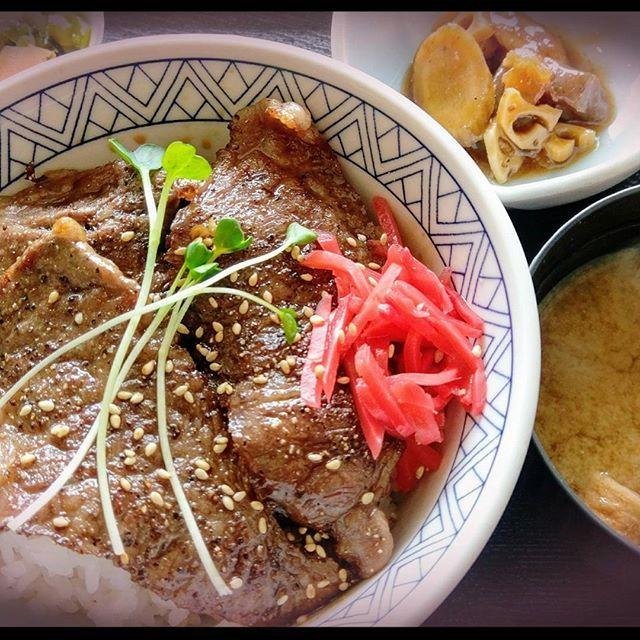 上カルビ丼(*´艸`*) #上カルビ丼#カルビ丼#カルビ#肉#丼#定食#美味しい#飯テロ#ご飯#焼肉