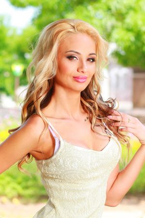 Russian women in the US. Meet Russian Women in America. Find the best Russian girls living in USA - thousands of Russian women for love - Russian brides for sale.
