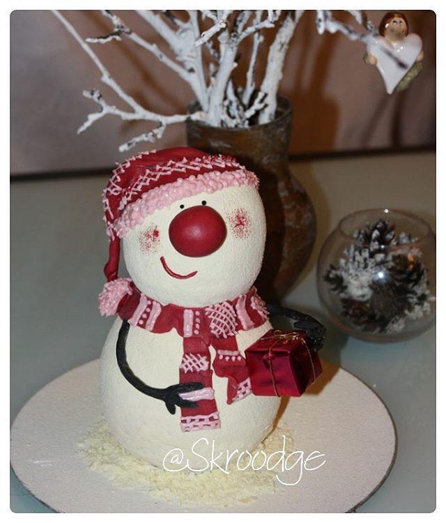 Новогодний снеговик.... Шоколадный бисквит с сырным кремом. Покрытие -шоколадный…