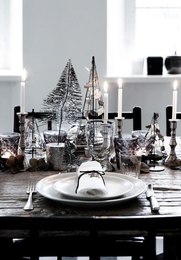 Advent table in dark colours