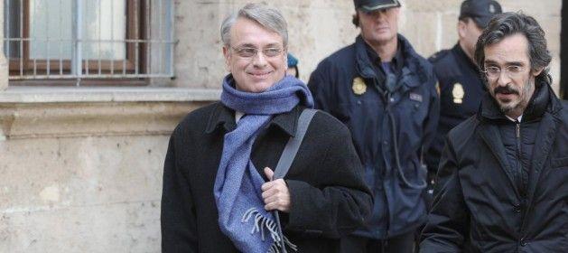 El sindicato Manos Limpias, que ejerce la acusación popular en el «caso Nóos», ha retirado los cargos que sostenía contra Miguel Tejeiro, exsecretario...