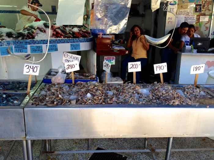 Fish Market - Puerto Vallarta http://mexicanfoodjournal.com/fish-market-puerto-vallarta/?utm_campaign=coschedule&utm_source=pinterest&utm_medium=Mexican%20Food%20Journal&utm_content=Fish%20Market%20-%20Puerto%20Vallarta
