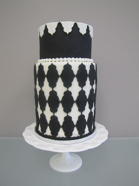 121 Best Black And White Cakes Images On Pinterest Biscuits White Wedding Cakes And Amazing Cakes