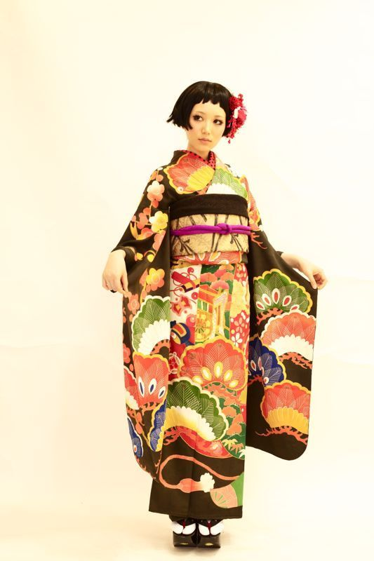 Vintage hulisode. Hulisode: long sleeved formal kimono, single women only