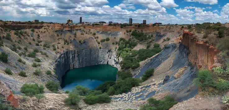 """Das """"Big Hole"""" sollte man bei seiner Englisch Sprachreise nach Kapstadt nicht auslassen..."""