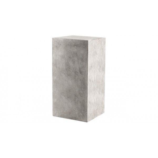 Zuil Concrete van het merk Eleonora is een stoere betonnen zuil met een industrieel uiterlijk. Zuil Concrete is verkrijgbaar in twee kleuren. Zuil Concrete is een van de meubelen uit de ruime Eleonora collectie.