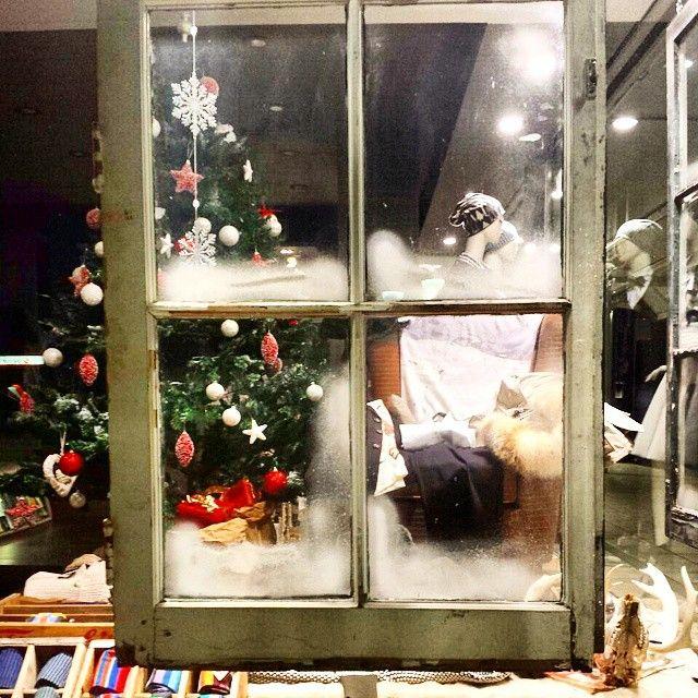 Waiting for Christmas #jstore #jstorejesolo #fashion #jesolo #Christmas