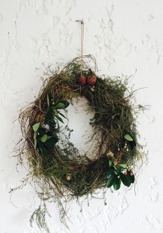 10 evergreens for your Christmas wreath that will last longer