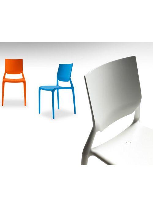 Sedie Sirio in tecnopolimero colorato semplici e divertenti ideali per giardino terrazzo o cucina. Sedia in polipropilene rinforzato fibra di vetro disegnata da Arter
