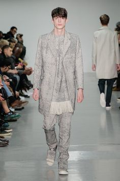 Now THIS is something we haven't seen Matthew Miller give us yet! We've seen casual, we've seen loose and we've seen thriller! However here was have a more outgoing and sparkly element of glamour! Spring summer 2016 fashion week MENSWEAR.