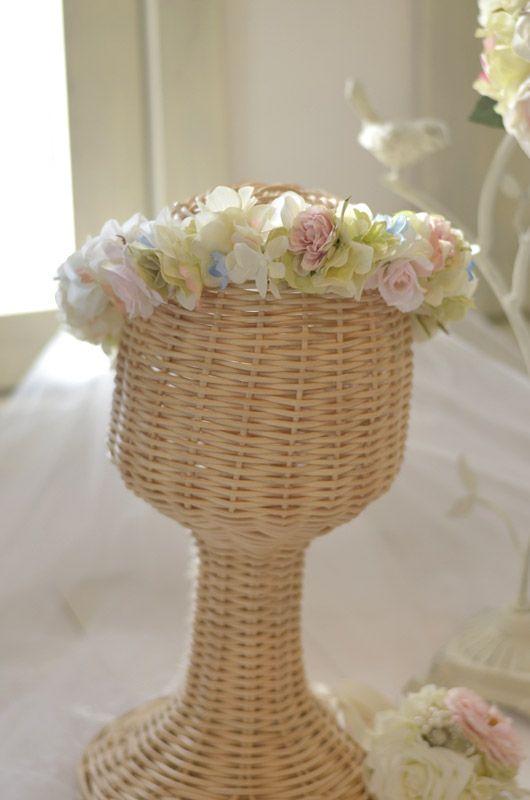 綿のように柔らかく、羽のように軽い。 そんな、イメージでお作りしたアンジュ・ブーケ&ブートニア・ヘッドドレス・リストレットの3点セット中の花冠です。