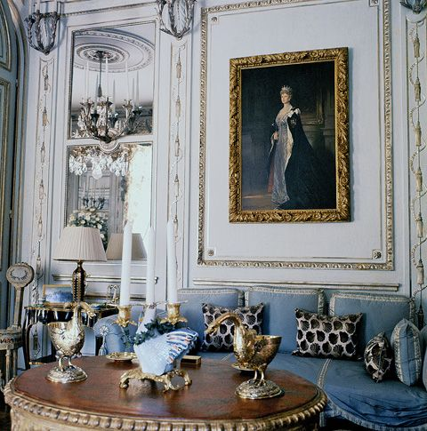 A portrait of Wallis's disapproving mother-in-law, Queen Mary, hung in the Windsors' Paris living room.