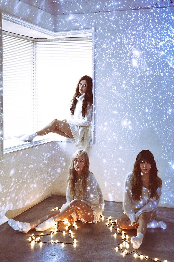 "GIRLS' GENERATION - TTS ""Dear Santa"" : Taeyeon, Tiffany, Seohyun"