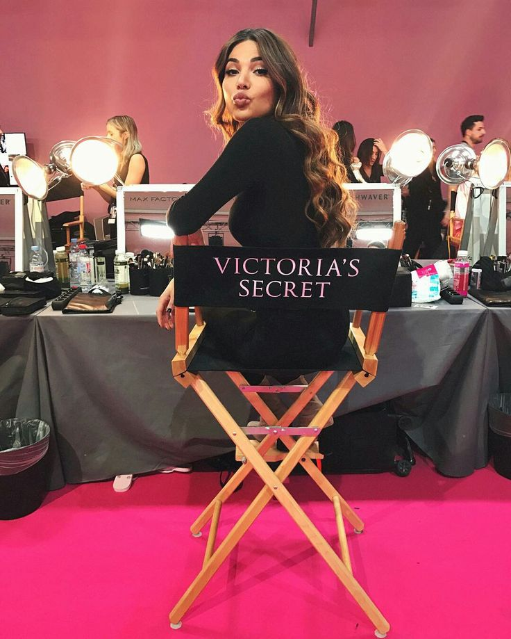 Negin Mirsalehi no backstage do Victoria's Secret Fashion Show 2016.