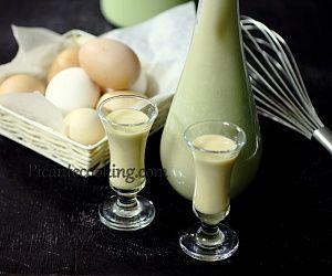 Легкая и очень ароматная ананасовая наливка, или даже ликер. Ананас, ром и пряности гармонично сливаются в одном тропическом напитке.