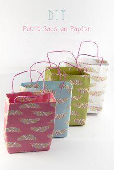 Parce que ça peut toujours servir, je vous explique comment j'ai fait mes petits sacs en papier. C'est archi simple et vous pourrez les décliner dans n'importe quel papier, de n'importe quelle tail...