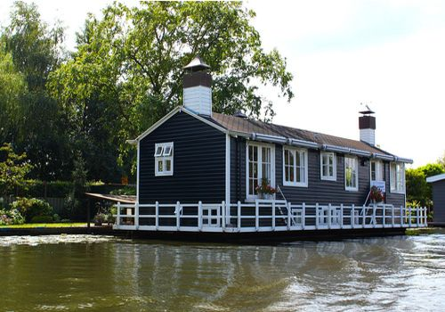 Houseboat Small Homes And Sheds To Live In Pinterest
