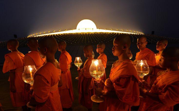 Makha Bhucha, Dhammakaya Temple in Pathumthani, Thailand 25 February 2013. (  Pornchai Kittiwongsakul / AFP  )