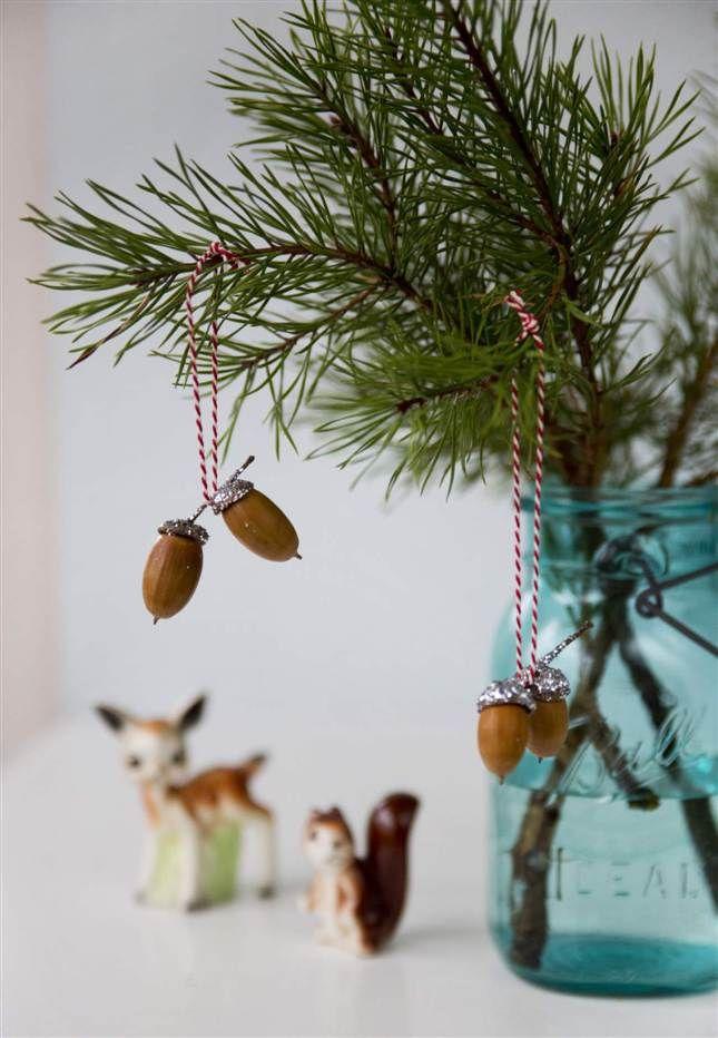 Klä granen i eget klassiskt julpynt, ekollon med glitter | Leva & bo | Expressen / Christmas tree diy, acorns with silver glitter Foto: Emmy Lundström ennui.se