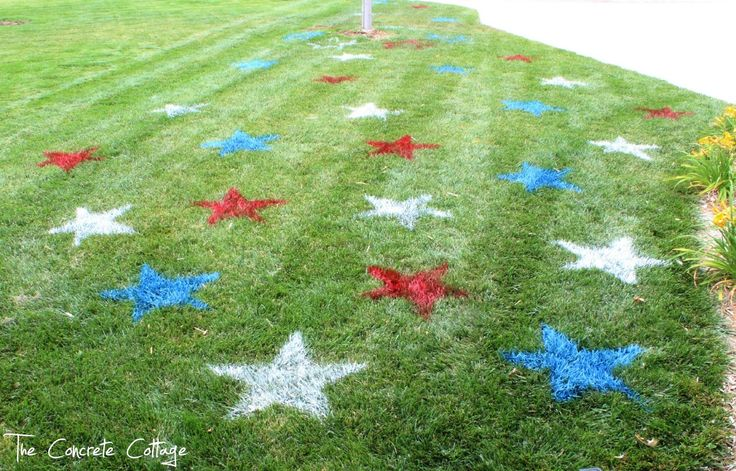 I told you yesterday that I'd show you how I made my lawn stars.   The entire thing took about 30 minutes from beginning to end.   A piec...