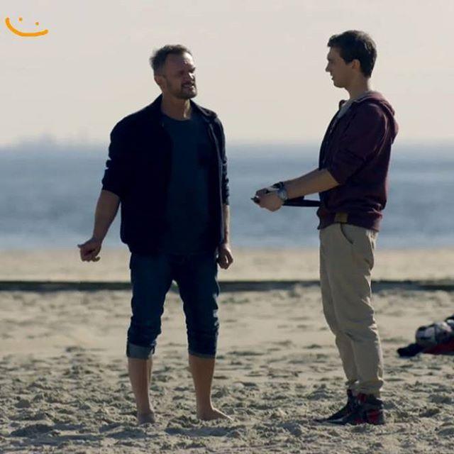 """Tak, """"zagrałam"""" z Pazurą i Szeptyckim. Teraz czekam na telefon od Wajdy ;) TVN, wtorek godz. 21:30. #tvn #azposufit #azposufittvn #ażposufit #pazura #cezarypazura #kamilszeptycki #szeptycki #szulist #serial #tvseries #gdynia #plaża #minga #trojmiasto #statystka  #martyna"""
